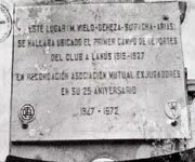 Placa recordatoria del primer estadio